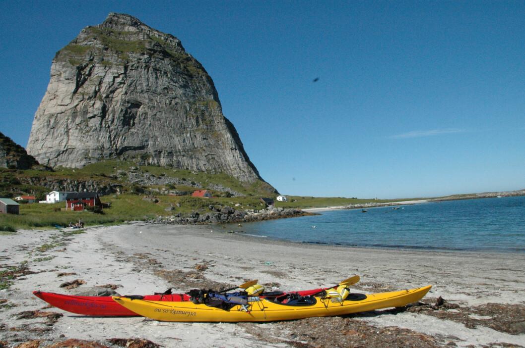 STORT: Helgelandskysten består av 12 000 øyer og strekker seg fra Rødøy i nord (bildet) til Brønnøysund i sør. Her fra Træna.