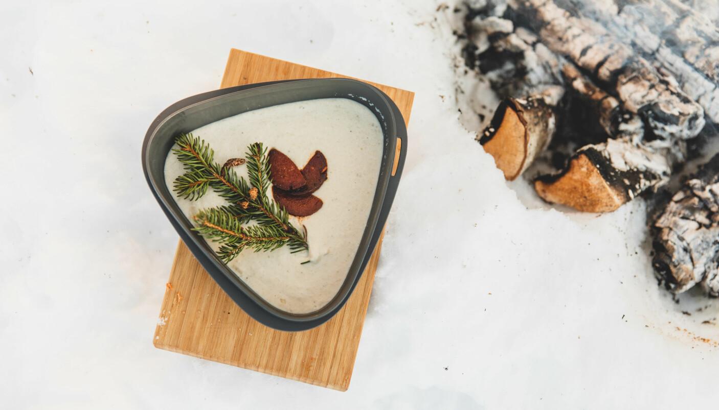 ENKEL TURMAT: Lag suppe hjemme og ta den med i termosen, slik Tonje har gjort med jordskokksuppen. Chorizoen freses i panna.