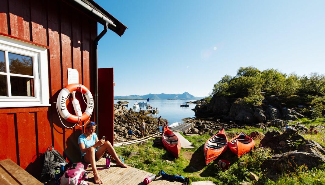 """<span class="""" italic"""" data-lab-italic_desktop=""""italic"""">Fra Guvåghytta har du nydelig utsikt mot Langøya og Hadseløya i Vesterålen.</span>"""