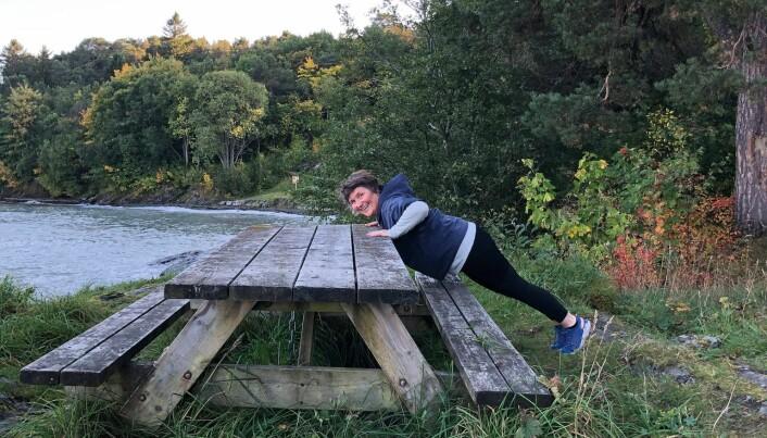 Hanne Helgesen velger en tur ved kysten framfor skogen hele året.