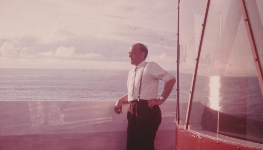John Johnsen ved fyrlykta på Kråkenes, 1964.