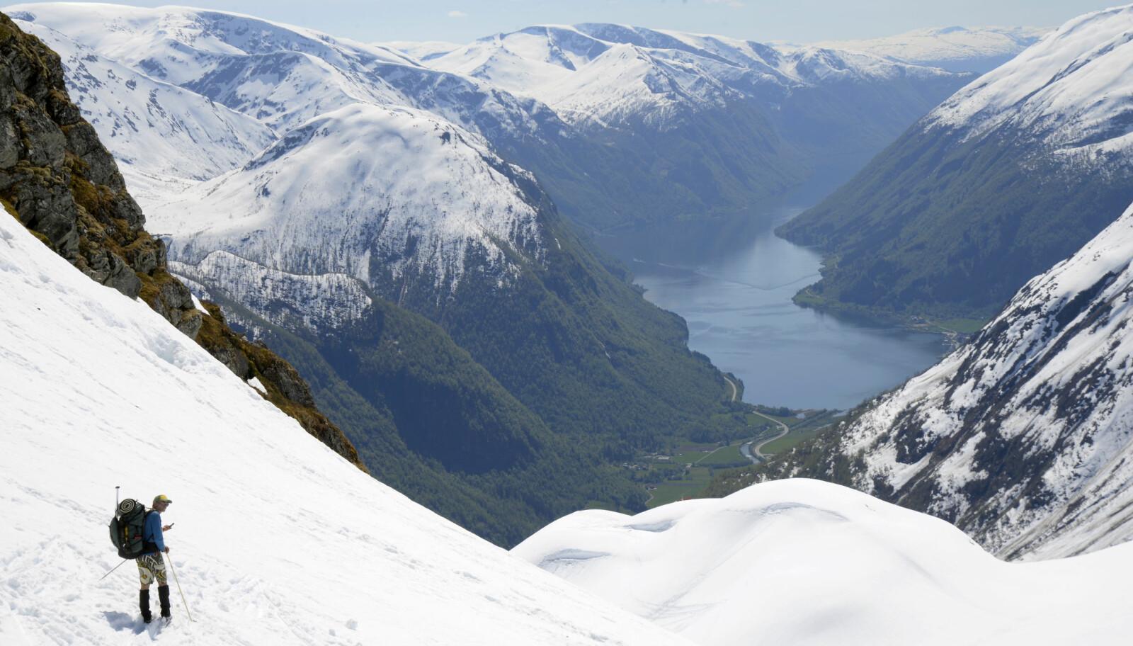 Til slutt er det bare bakkene ned mot Supphelledalen igjen av den lange, fantastiske turen Jostedalsbreen på langs.