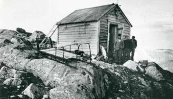 Breidablik fotografert i 1941, oppført i 1893 som en selvbetjent turisthytte på brekanten.