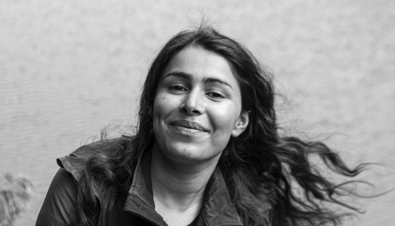 Alisha Javid fra Drammen er glad for å kunne bidra til å få flere unge med ut på tur.