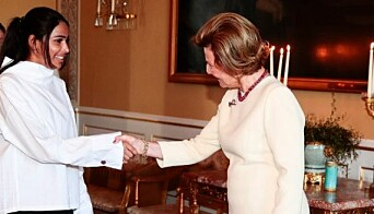 "<span class="" italic"" data-lab-italic_desktop=""italic"">Høsten 2018 hilste Alisha på Dronning Sonja i anled ning DNTs 150 års-jubileum.</span>"