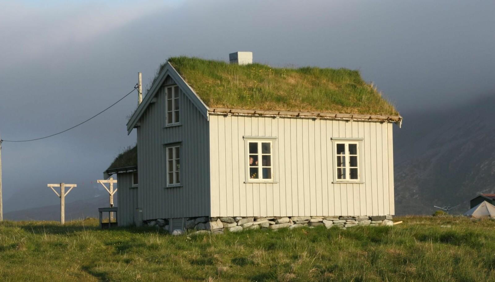 "<span class="" italic"" data-lab-italic_desktop=""italic"">Gammelhuset i Skipsfjorden leies via Troms Turlag.</span>"